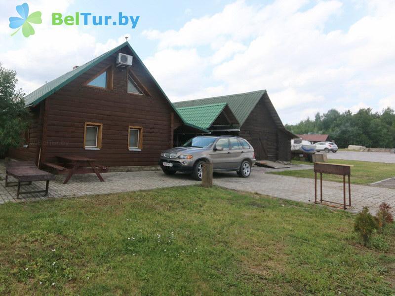 Отдых в Белоруссии Беларуси - база отдыха Красногорка - Автостоянка