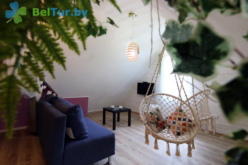 Отдых в Белоруссии Беларуси - экоотель Кветки Яблыни - двухместный двухкомнатный люкс (дом «Суницы»)