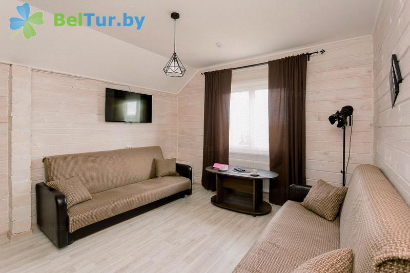 Отдых в Белоруссии Беларуси - экоотель Кветки Яблыни - двухместный двухкомнатный люкс (дом «Ажыны»)