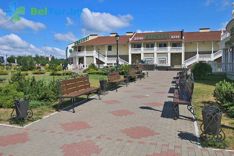 Отдых в Белоруссии Беларуси - гостиничный комплекс Изумруд - Территория и природа