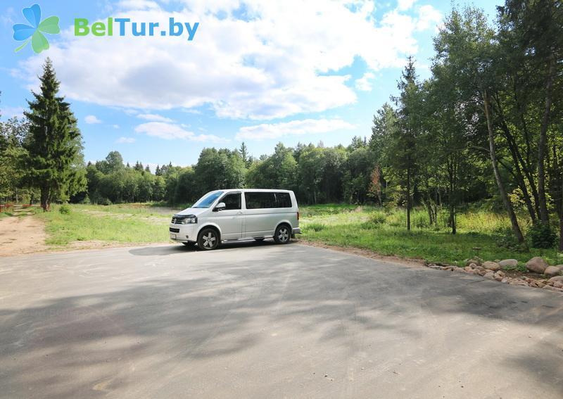 Отдых в Белоруссии Беларуси - база отдыха Охотник у дуба - Парковка
