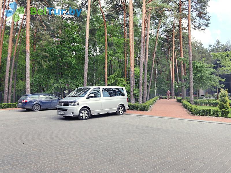 Отдых в Белоруссии Беларуси - гостиничный комплекс Шале Гринвуд / Chalet Greenwood - Парковка