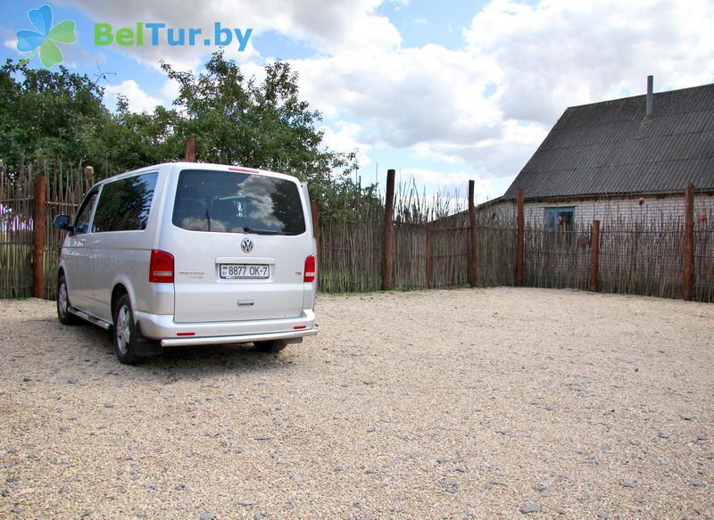 Отдых в Белоруссии Беларуси - усадьба Весёлая хата - Автостоянка