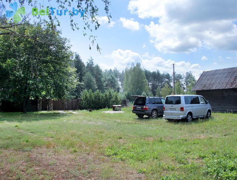 Отдых в Белоруссии Беларуси - усадьба Заезд Зубачи - Парковка