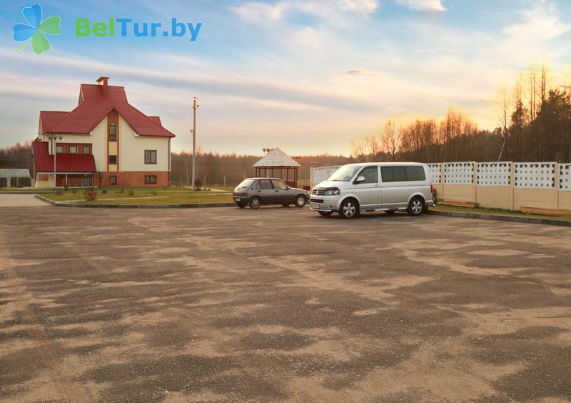 Адпачынак у Беларусі - гасцявы дом Антонiсберг - Паркоўка