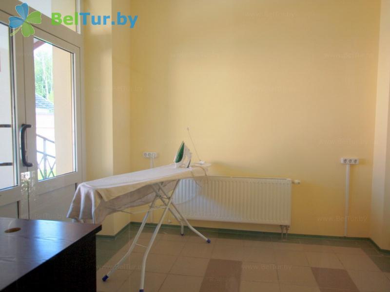 Отдых в Белоруссии Беларуси - гостиничный комплекс Крупенино - Гладильная комната
