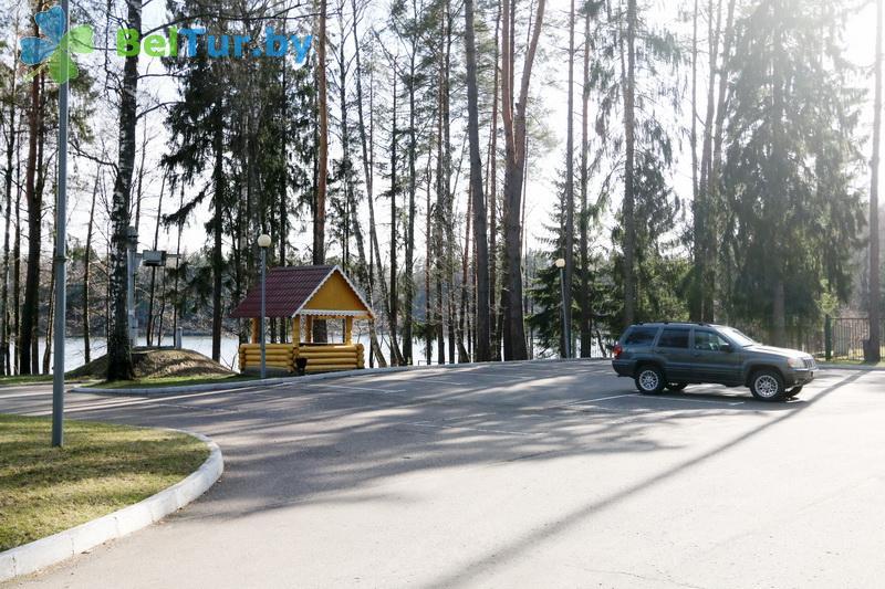 Отдых в Белоруссии Беларуси - гостиничный комплекс Крупенино - Автостоянка
