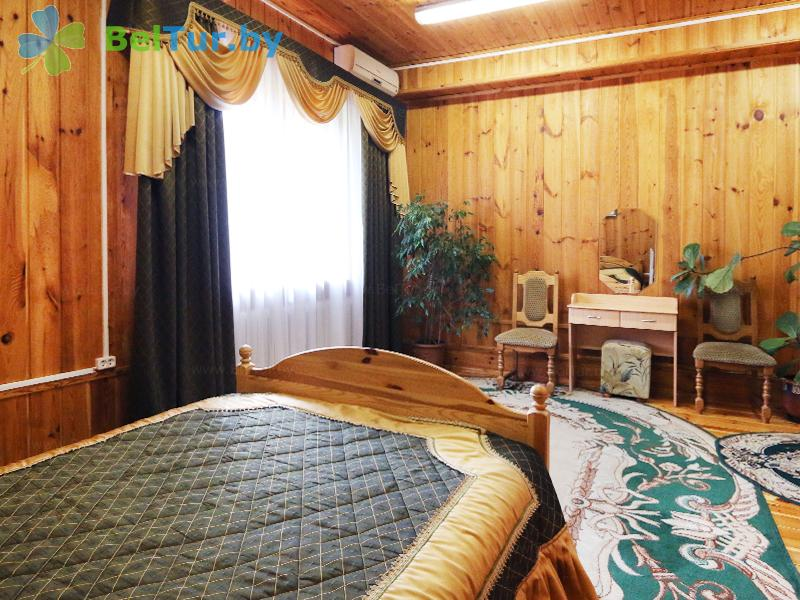 Отдых в Белоруссии Беларуси - туристический комплекс Дорошевичи - одноместный двухкомнатный люкс (коттедж №3)