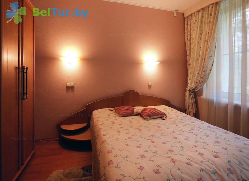 Отдых в Белоруссии Беларуси - гостиничный комплекс Огонёк - одноместный двухкомнатный люкс (корпус №10)
