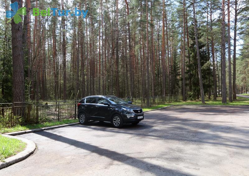 Отдых в Белоруссии Беларуси - гостиничный комплекс Огонёк - Автостоянка
