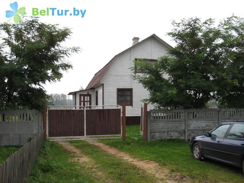 Отдых в Белоруссии Беларуси - дом охотника Стародорожский, д.1 - Парковка