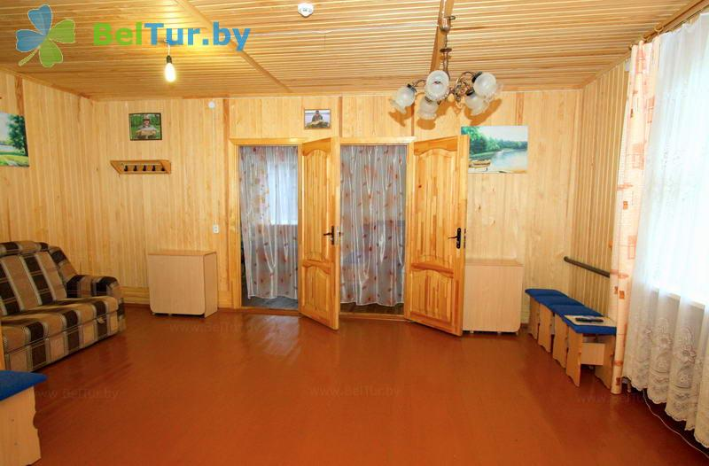 Отдых в Белоруссии Беларуси - туристический комплекс Кромань - шестиместный однокомнатный (шестиместный мини-коттедж)