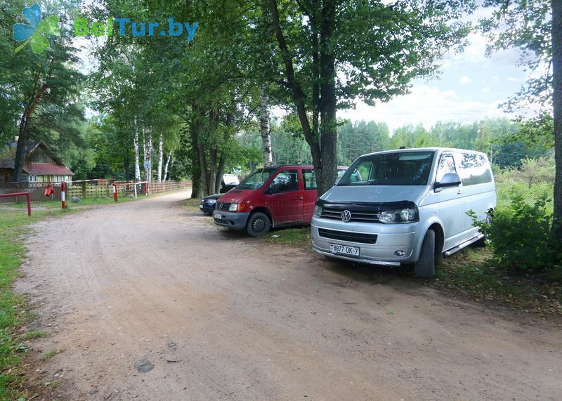 Отдых в Белоруссии Беларуси - туристический комплекс Кромань - Парковка