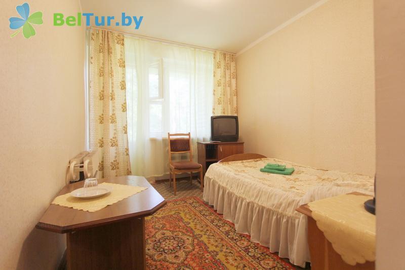 Отдых в Белоруссии Беларуси - база отдыха Лесное озеро - одноместный однокомнатный single standard (спальный корпус №1)