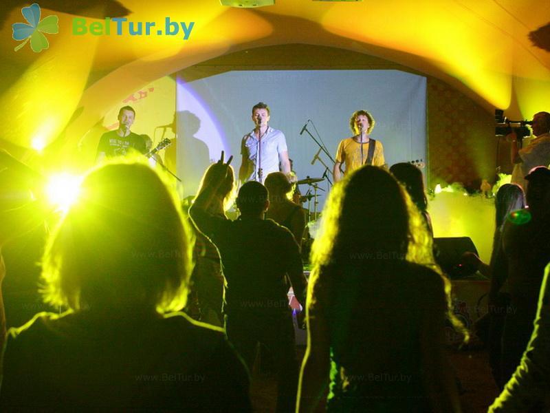 Отдых в Белоруссии Беларуси - база отдыха Экспедиция - Танцплощадка летняя