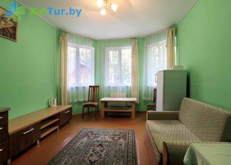Отдых в Белоруссии Беларуси - база отдыха Лесные дали - двухместный двухкомнатный (домик №3)