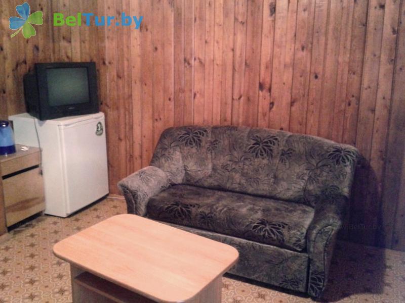Отдых в Белоруссии Беларуси - туристический комплекс Браславские озера - трехместный двухкомнатный (1 категория) (каскадный летний домик / с гор. водой)