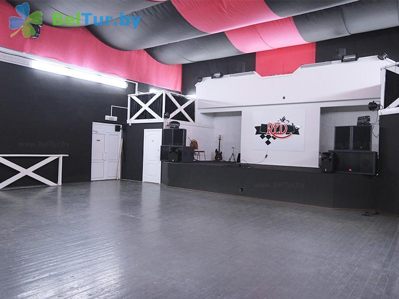 Отдых в Белоруссии Беларуси - туристический комплекс Браславские озера - Танцевальный зал