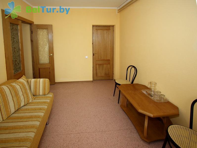 Отдых в Белоруссии Беларуси - туристический комплекс Высокий берег - трехместный двухкомнатный люкс (корпус №1)