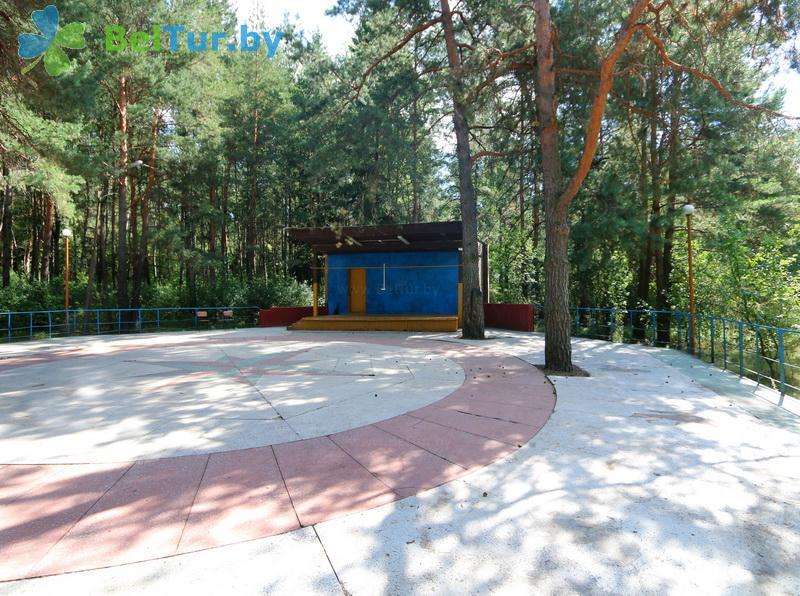 Отдых в Белоруссии Беларуси - туристический комплекс Высокий берег - Танцплощадка летняя