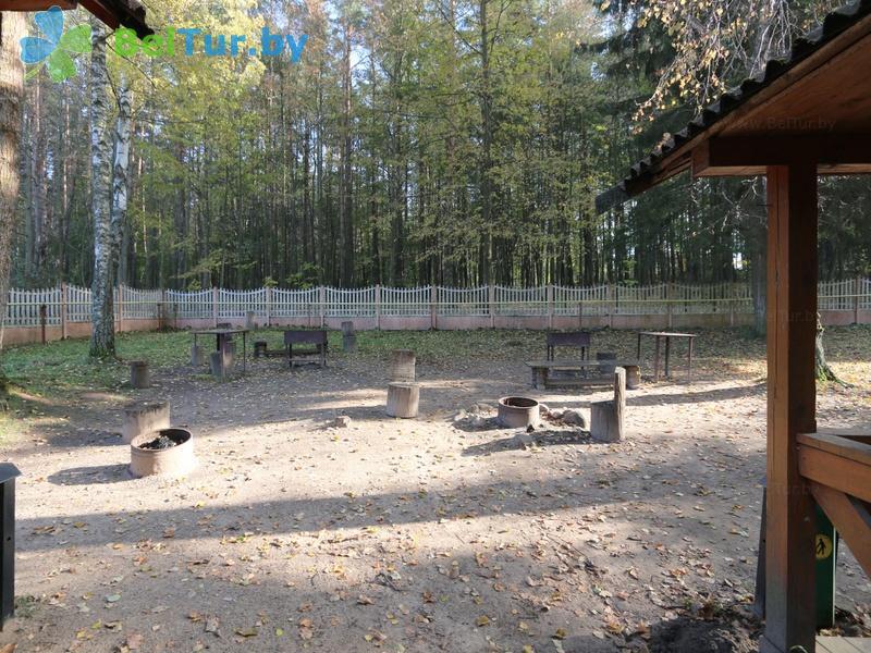 Отдых в Белоруссии Беларуси - оздоровительный комплекс Лес - Площадка для шашлыков