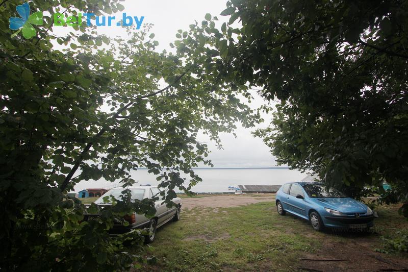 Отдых в Белоруссии Беларуси - гостевой дом Нарочь на Набережной - Парковка