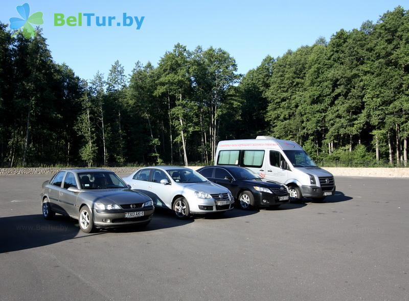 Отдых в Белоруссии Беларуси - гостиничный комплекс Каменюки - Автостоянка