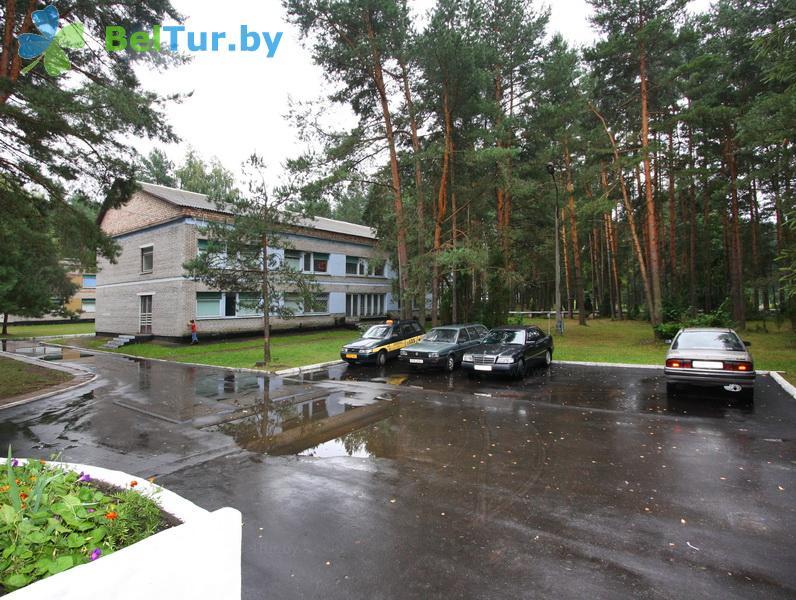 Отдых в Белоруссии Беларуси - детский оздоровительный лагерь Звездный - Парковка