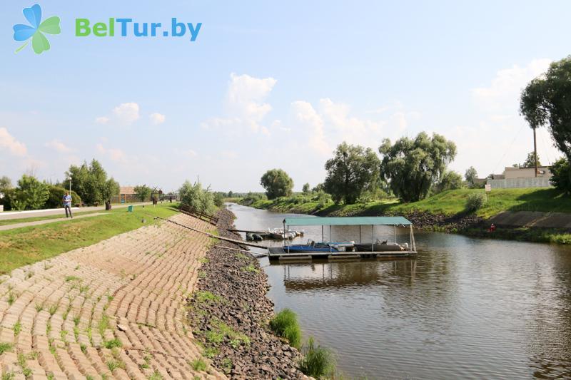 Отдых в Белоруссии Беларуси - гостиничный комплекс Над Припятью - Прокат лодок