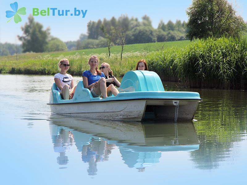 Отдых в Белоруссии Беларуси - туристический комплекс Николаевские пруды - Прокат лодок