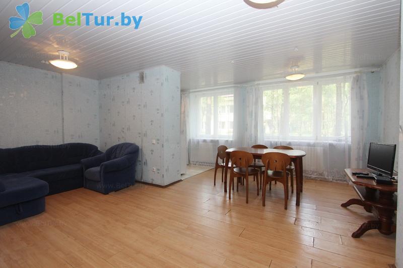 Отдых в Белоруссии Беларуси - оздоровительный комплекс Чайка - четырехместный трехкомнатный люкс (спальный корпус №1)