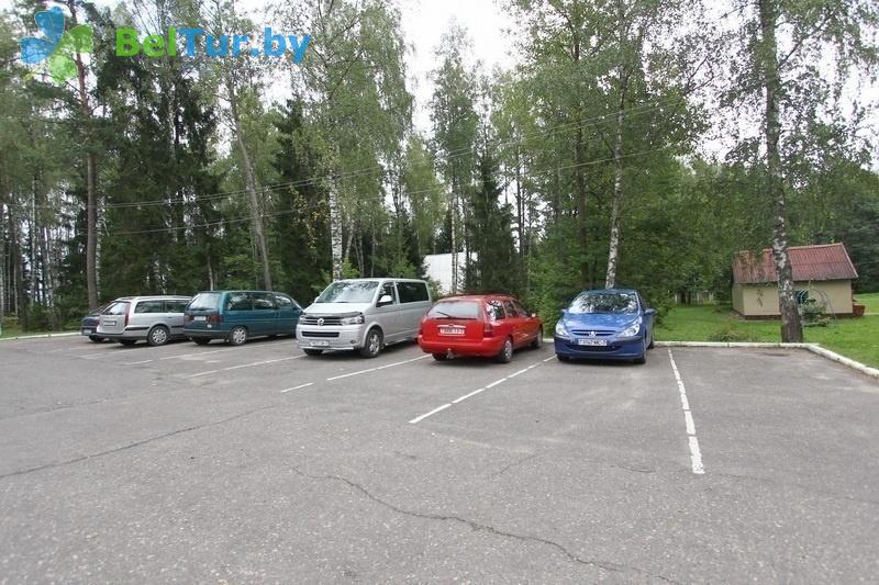 Отдых в Белоруссии Беларуси - база отдыха Лесная поляна - Автостоянка
