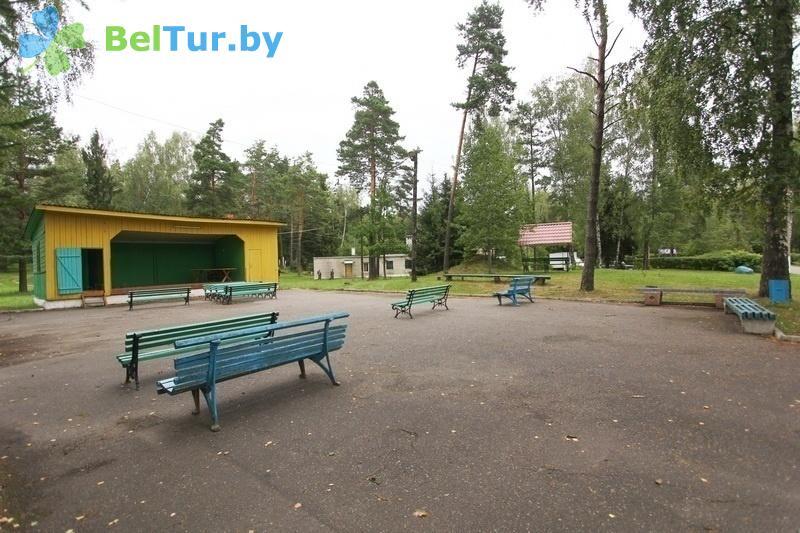 Отдых в Белоруссии Беларуси - база отдыха Лесная поляна - Танцплощадка летняя